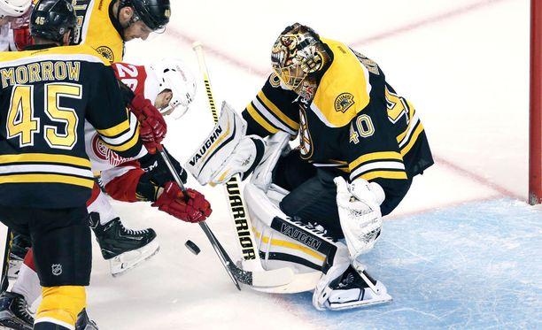 Tuukka Raskilla on riittänyt työmaata Bruins-maalilla.