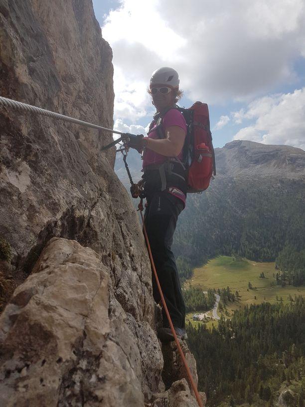 Hanna Kulmala-Hanioja toipuu parhaillaan leikkauksesta. Tähtäimessä on vaellusreissu Pyreneille syksyllä.