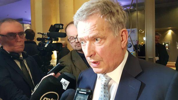 Kansainvälisten sopimusten purkautuminen huolestuttaa presidentti Sauli Niinistöä.