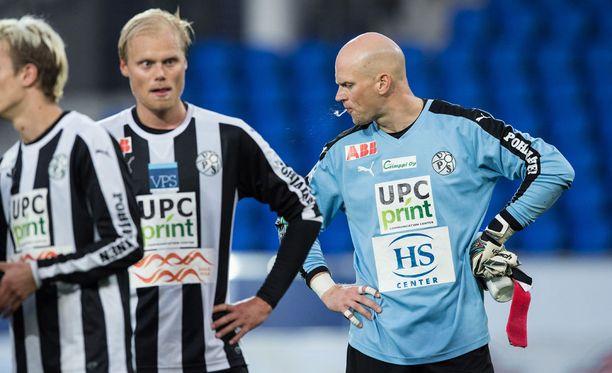VPS:n maalivahti Henri Sillanpää ja Timi Lahti nielevät tappiota HIFK:lle elokuun lopussa.