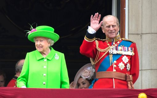 Prinssi Philipin hautajaisissa ei nähdä sotilasunivormuja  – poikkeuspukukoodi suojelee prinssi Harrya häpeältä