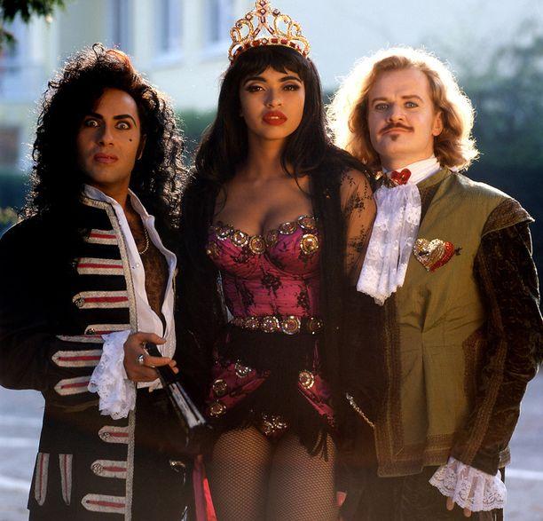 Army of Lovers oli aktiivisimmillaan 90-luvulla. Kuvassa keskellä Camilla Henemark