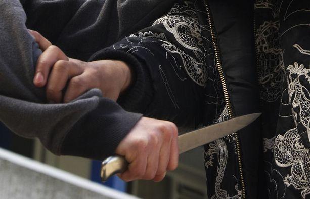 Tuomioistuimet eivät uskoneet syytetyn selityksiä siitä, ettei hänen tarkoituksenaan ollut puukottaa. Kuvituskuva.