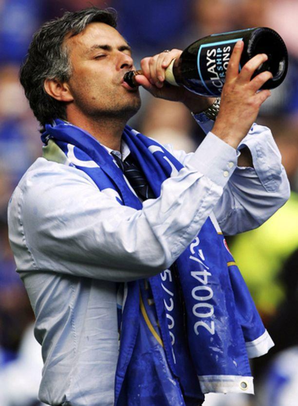 Valmentaja Jose Mourinholle maistui voiton malja.