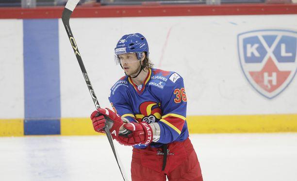 Philip Larsen telottiin eilisessä Moskovan Dynamo -pelissä.