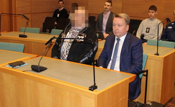 32-vuotias mies surmattiin ampumalla häntä selkään Äänekoskella sijaitsevan syrjäisen metsäautotien varrella. Tammikuussa 2013 tapahtuneen surman taustalla olivat huumevelat.