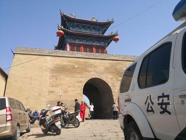 Poliisiauto oli rikospaikalla Yulinissa huhtikuun 28. päivänä.