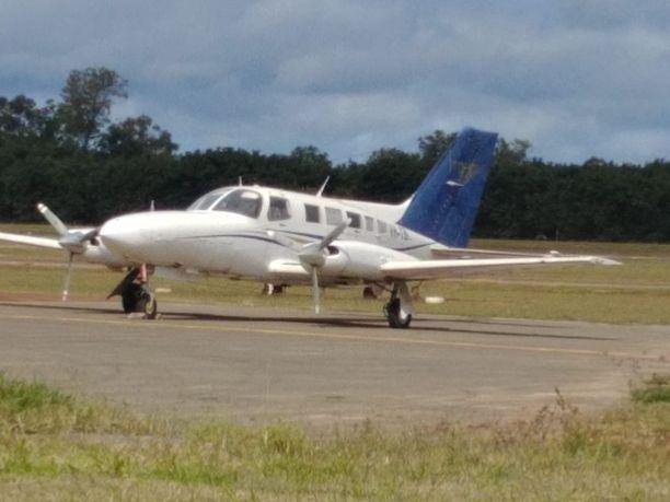 Kuvan pienlentokone syöksyi maahan pian yritettyään nousta ilmaan Papua-Uudessa-Guineassa.