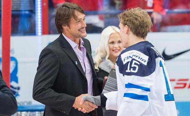 Teemu Selänne onnitteli tuoreeltaan MM-kultasankarien kapteenia Mikko Rantasta.