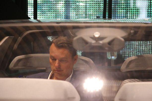 Laurens van den Acker, Renaultin muotoilujohtaja, istahti takapenkille.