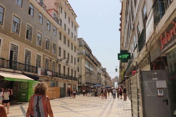 Lämpölukemat kohosivat ennätyskorkealle Lissabonissa torstaina, ja sään odotetaan jatkuvan polttavan kuumana aina maanantaihin saakka.