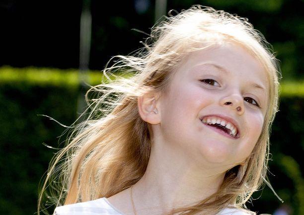 Iloinen Estelle on Ruotsin kuningas Kaarle XVI Kustaan ja Ruotsin kuningatar Silvian ensimmäinen lapsenlapsi.