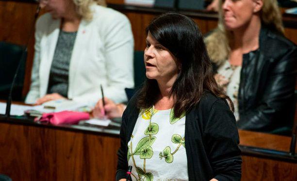 Outi Alanko-Kahiluoto eduskunnan täysistunnossa viime syysistuntokaudella.