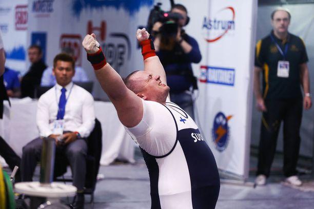 Fredrik Smulter taisteli vuonna 2015 MM-hopeaa Salossa venähtäneellä rintalihaksella.