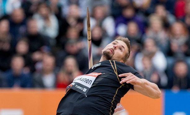 Antti Ruuskasen käsi piiskaa keihään lähtönopeudeksi liki 110 kilometriä tunnissa.