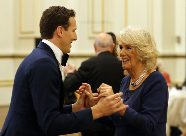 Tanssin Camillan kanssa on väitetty olevan potkujen taustalla.