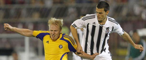 HJK:n Aki Riihilahti ja Partizanin Branislav Jovanovic väänsivät viikko sitten Belgradissa. Tänään väännetään Finnair Stadiumilla.
