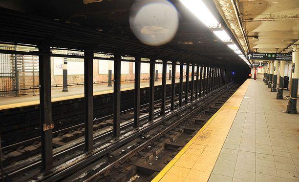 Tapaturma sattui New Yorkin metrossa sunnuntaina.