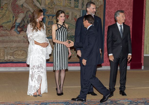 Juliana Awada, kuningatar Letizia, kuningas Felipe ja Argentiinan presidentti Mauricio Macri.