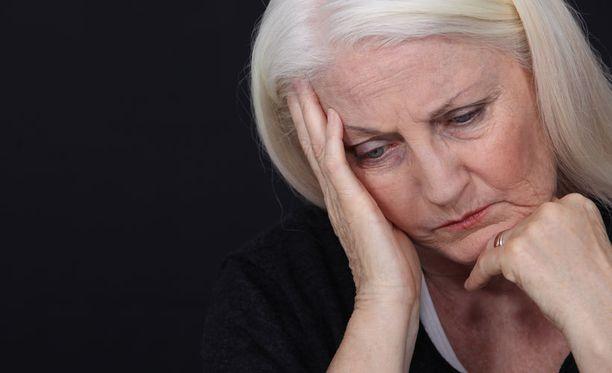 Oireiden ilmetessä ei kannata jäädä kotiin odottelemaan, että ne menisivät itsestään ohi. Oikea tapa reagoida on soittaa välittömästi numeroon 112.