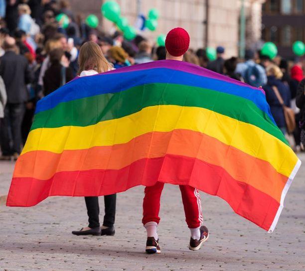 Suurimmalla osalla tutkimukseen osallistuneista tunteet seksuaalivähemmistöjen edustajia kohtaan ovat viimeisen viiden vuoden aikana pysyneet samana tai muuttuneet jonkin verran tai paljon positiivisemmiksi.