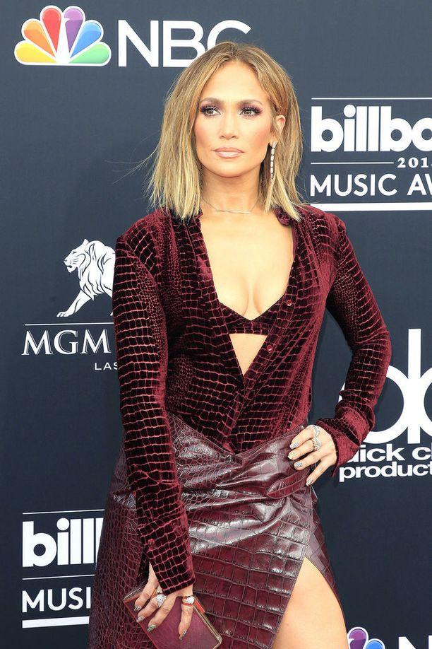 Jennifer Lopez täytti tiistaina 49 vuotta.