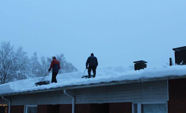 Lastausterminaalin katto romahti Keiteleellä. Kuvituskuva.