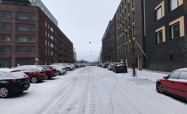 Useita poliisipartioita hälytettiin joulupäivän vastaisena yönä Helsingin Arabianrantaan. Poliisi tiedotti joulupäivän aamuna tutkivansa alaikäisen pojan kuolemaa murhana.