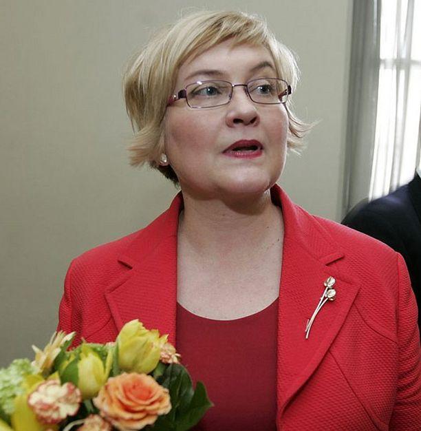 Liikenneministeri Anu Vehviläinen on huolissaan entisestään kasvavasta meriliikenteestä.