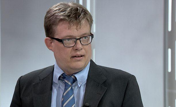 Ville Hoikkala on ottanut ison määrän turvapaikanhakijoiden asioita käsittelyynsä.