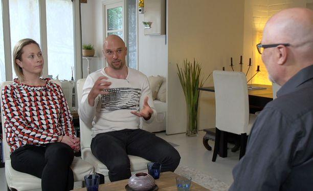 Mari ja Petri kertovat erimielisyyksistään Tony Dunderfeltin vastaanotolla.