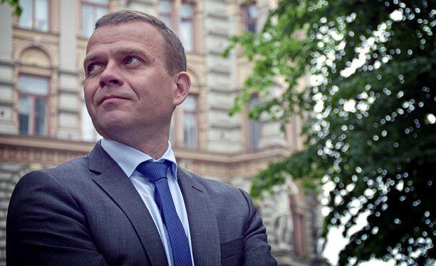 Petteri Orpo toivoo, ettei isoja ulkoistuksia tehtäisi ennen kuin sote-lait on saatu valmiiksi.