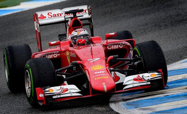Kimi Räikkönen on heti löytänyt hyvän tatsin uuteen Ferrariin.