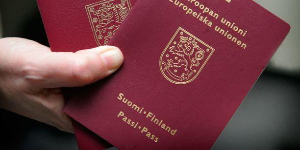 Kymmenen vuotta voimassa olevat passit ovat iän todistamisen kannalta ongelmallisimpia.