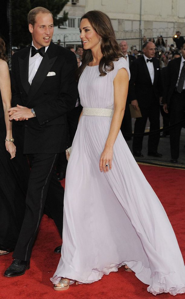 Kate Middleton näytti säteilevältä valkoisessa iltapuvussaan.