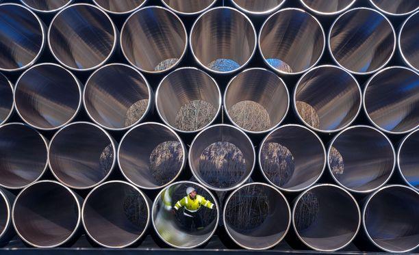 Nord Stream 2-linjan kaasuputkia varastossa Sassnitz-Mukranin satamassa Pohjois-Saksassa.