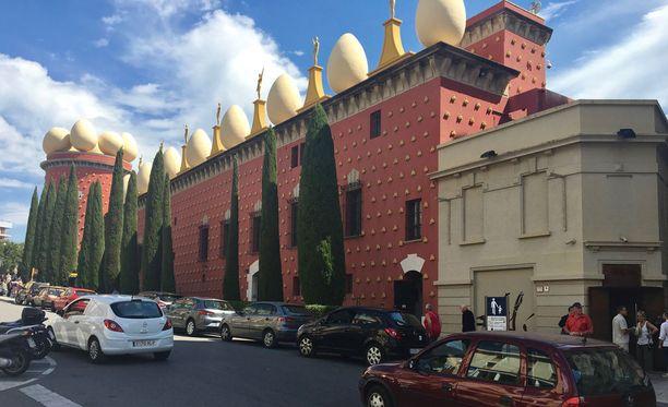 Dalin museo sijaitsee Figuerasin kaupungissa. Myös Dalin hiljattain avattu hauta on talossa.Hauta avattiin DNA-näytteen ottamista varten.