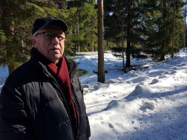 Eläkeläinen Aatto Koskinen käveli juuri surmapaikalla pitkäperjantaina.