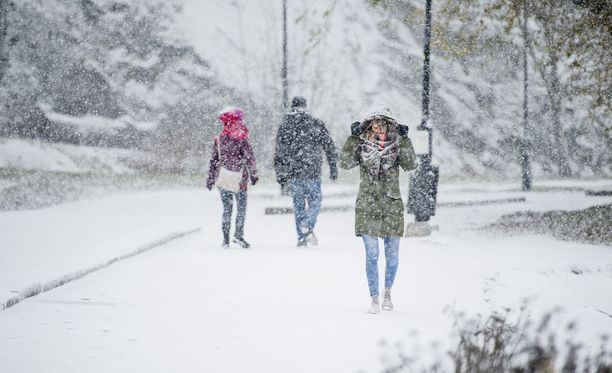 Sateet ovat sankimmillaan rannikolla, missä lunta voi sataa jopa yli kymmenen senttimetriä.