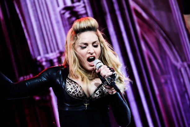 Madonna esiintymässä.
