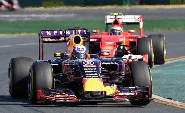 Melbournessa Red Bull -piloiteista Daniel Ricciardo kurvasi ruutulipulle kuudentena, mutta Daniil Kvjat ei päässyt matkaan ollenkaan.