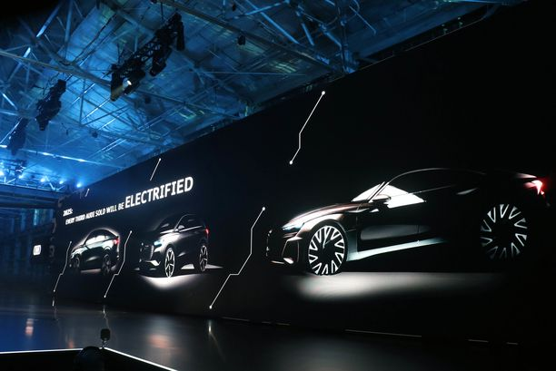 Audi avasi sähköistä tulevaisuuttaan Audi e-tronin esittelytilaisuudessa San Franciscossa.