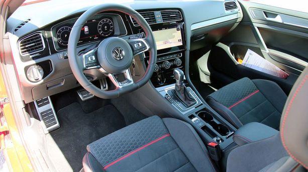 GTI:n kabiini on tyylikäs ja sporttinen.