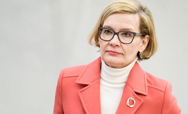 Sisäministeri Paula Risikko (kok) pitää Barcelonan terrori-iskua vakavana.