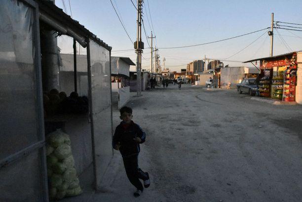 Poika krisittyjen pakolaisleirillä Erbilissä.