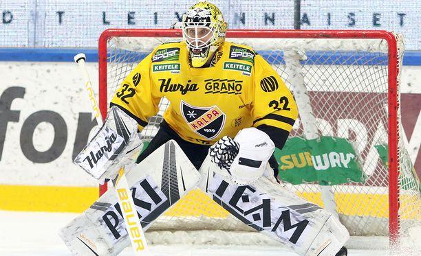 Niko Hovinen torjui KalPan voittoon Vaasassa.
