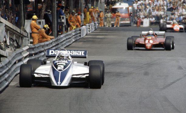 Riccardo Patrese (edessä) onnistui ajamaan Monacon GP:n voittoon auton sammumisesta ja spinnauksesta huolimatta.