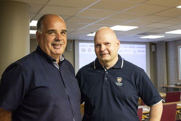 Mika Aro (oik.) seurasi Mikko Leinosta Tapparan toimitusjohtajana viime vuodenvaihteessa.