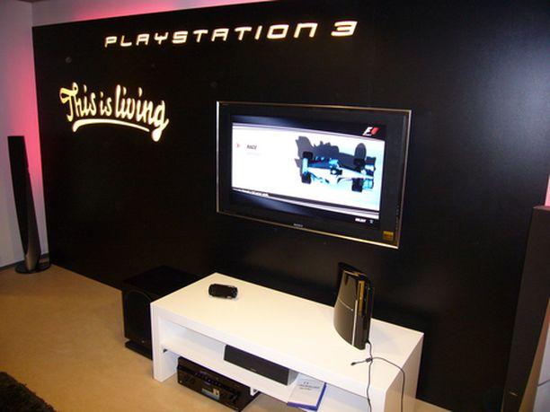 IL Digi tutustui PS3:n ominaisuuksiin ensimmäisen kerran jo tammikuussa, pari kuukautta ennen laitteen tuloa myyntiin.