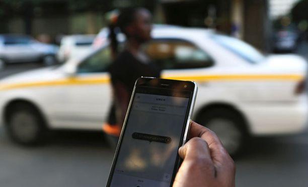 Uber-sovellusta käytetään kyydin tilaamiseen.